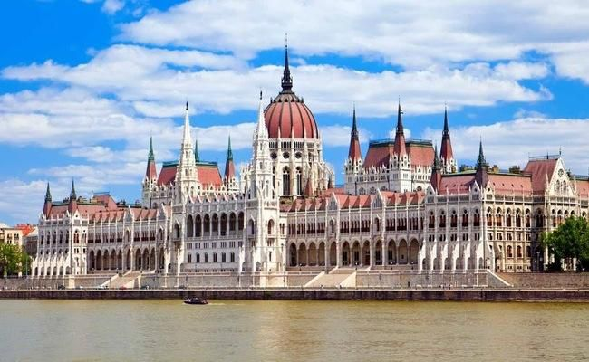 Tòa nhà Quốc hội Hungary có kiến trúc độc đáo nhất thế giới Ảnh 1