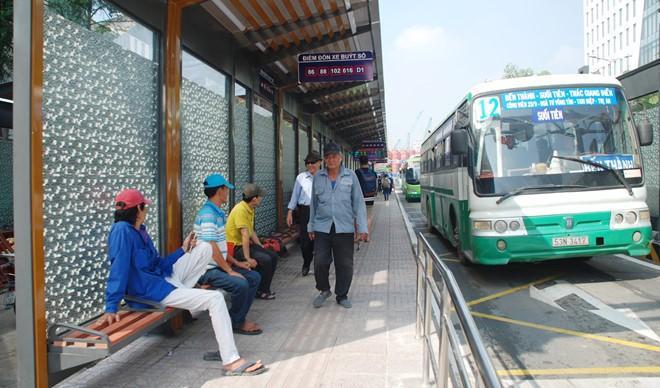 TP.HCM: Thí điểm giữ xe máy miễn phí cho người đi xe buýt Ảnh 1