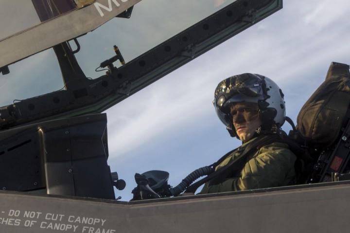 Thấy gì qua chiếc mũ 9 tỷ đồng dành cho phi công chiến đấu cơ F-35? Ảnh 15