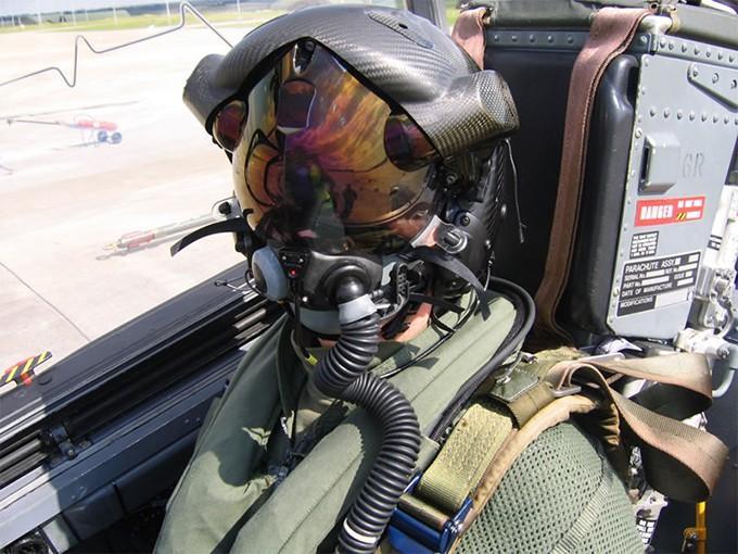 Thấy gì qua chiếc mũ 9 tỷ đồng dành cho phi công chiến đấu cơ F-35? Ảnh 3
