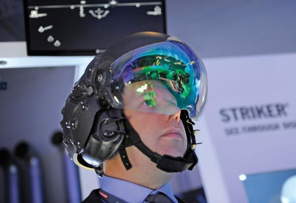 Thấy gì qua chiếc mũ 9 tỷ đồng dành cho phi công chiến đấu cơ F-35? Ảnh 4