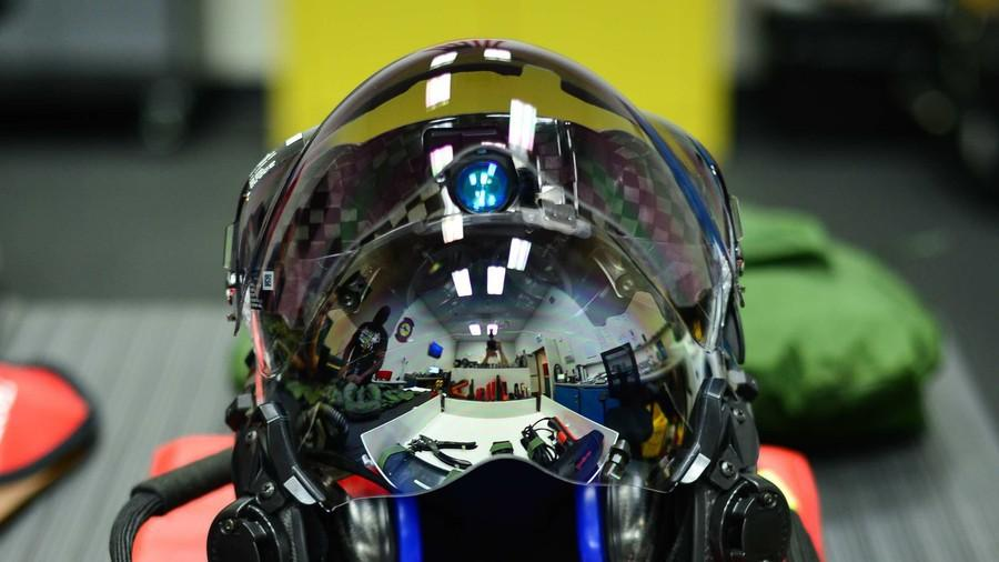 Thấy gì qua chiếc mũ 9 tỷ đồng dành cho phi công chiến đấu cơ F-35? Ảnh 12