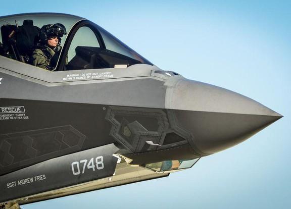 Thấy gì qua chiếc mũ 9 tỷ đồng dành cho phi công chiến đấu cơ F-35? Ảnh 13