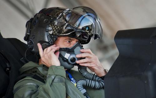 Thấy gì qua chiếc mũ 9 tỷ đồng dành cho phi công chiến đấu cơ F-35? Ảnh 11