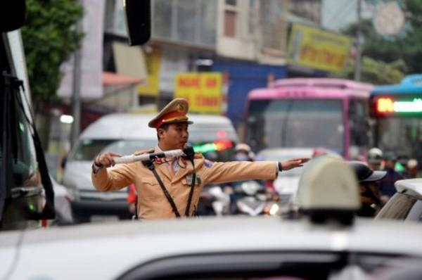 Những liệu pháp mạnh 'nâng' ý thức chấp hành pháp luật giao thông Ảnh 1