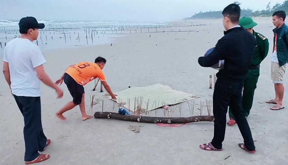 Phát hiện thi thể mất đầu trôi dạt vào bờ biển Ảnh 1