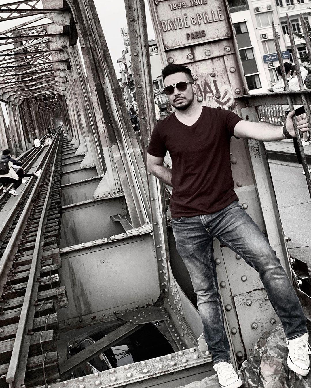 Bất chấp nguy hiểm, khách du lịch đổ xô đến cầu Long Biên chụp ảnh 'check-in' Ảnh 3
