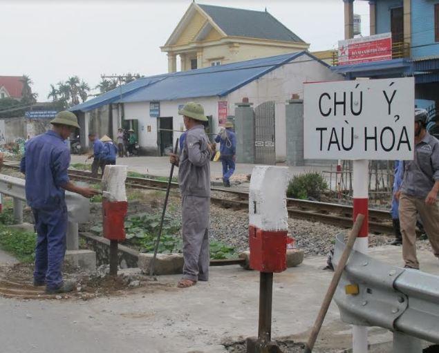 Nam Định: Tăng cường giải pháp làm hàng rào, đường gom để xóa lối đi tự mở qua đường sắt Ảnh 1