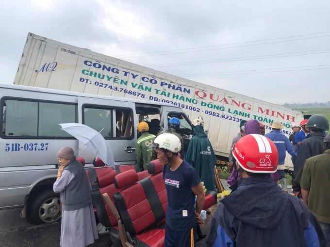 2 người tử vong, 11 người bị thương trong vụ tai nạn thảm khóc ở Quảng Ngãi Ảnh 1