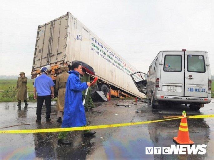 Container tông trực diện xe khách ở Quảng Ngãi: Trừ tài xế, các nạn nhân đều là nhà sư Ảnh 2