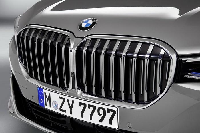 BMW 740Li phiên bản mới ra mắt Việt Nam, tăng giá hàng trăm triệu đồng Ảnh 4
