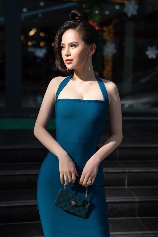 Sau scandal lộ clip nóng, 'hot girl mỳ gõ' Phi Huyền Trang bất ngờ tái xuất Ảnh 1
