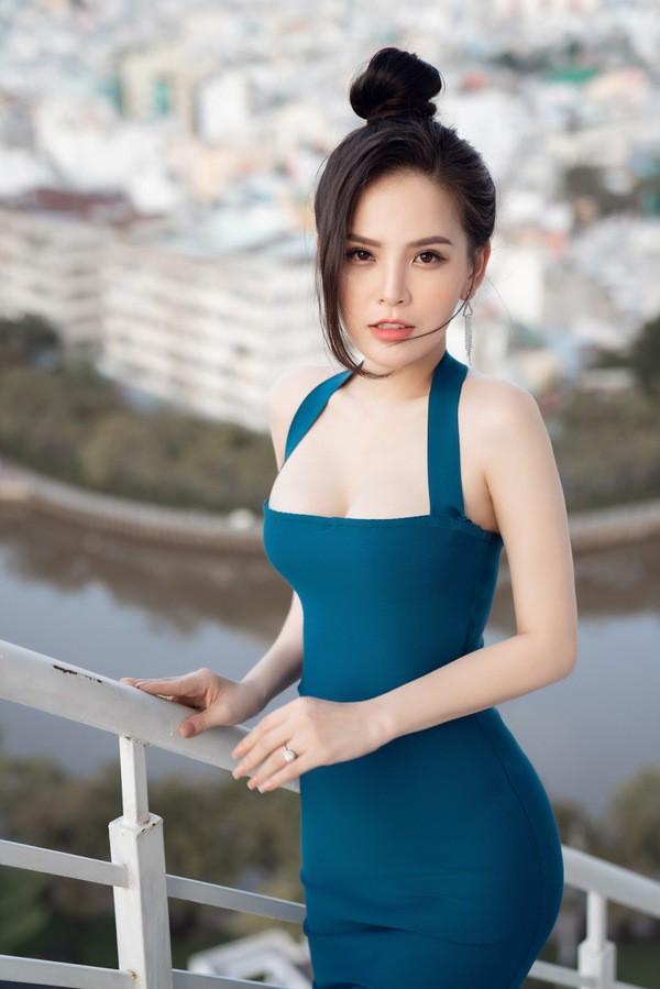 Sau scandal lộ clip nóng, 'hot girl mỳ gõ' Phi Huyền Trang bất ngờ tái xuất Ảnh 6