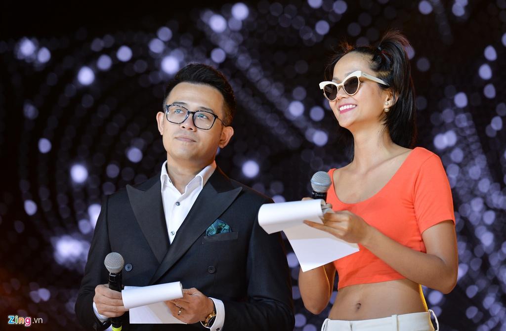 H'Hen Niê mặt mộc, mặc hở eo đi tổng duyệt Hoa hậu Hoàn vũ Việt Nam Ảnh 1