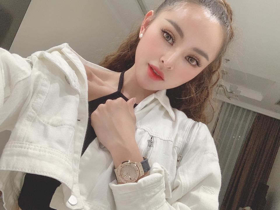 Dàn hot girl lộ clip nóng năm 2019: Người biến mất, kẻ 'mặt dày' bất chấp Ảnh 11