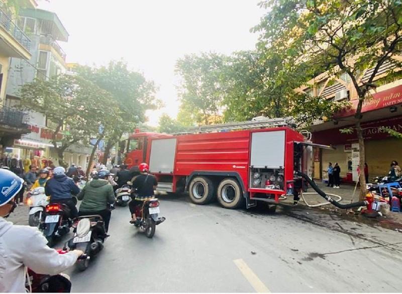 Quán karaoke ở trung tâm Hà Nội cháy lớn Ảnh 3