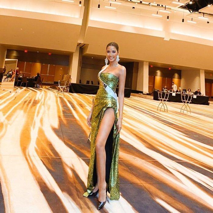 Hoàng Thùy diện đầm xẻ đùi khoe chân dài 1m16: Đẹp rạng rỡ chuẩn Hoa hậu Hoàn vũ Ảnh 3