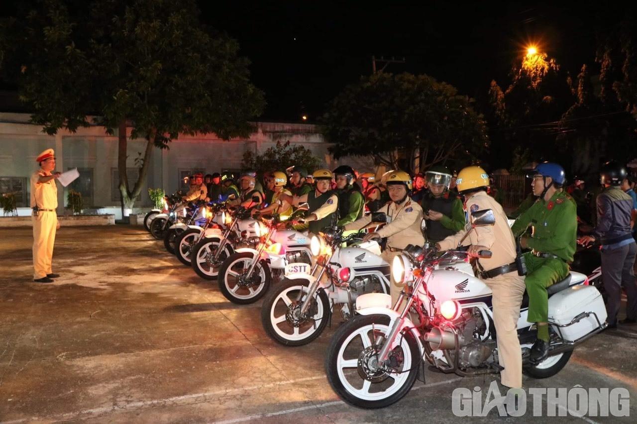 Việt Nam 'nổ tung', triệu người xuống đường mừng nhà vô địch SEA Games Ảnh 6