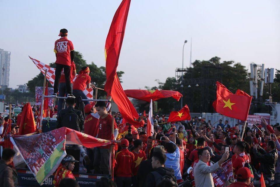 Việt Nam 'nổ tung', triệu người xuống đường mừng nhà vô địch SEA Games Ảnh 13