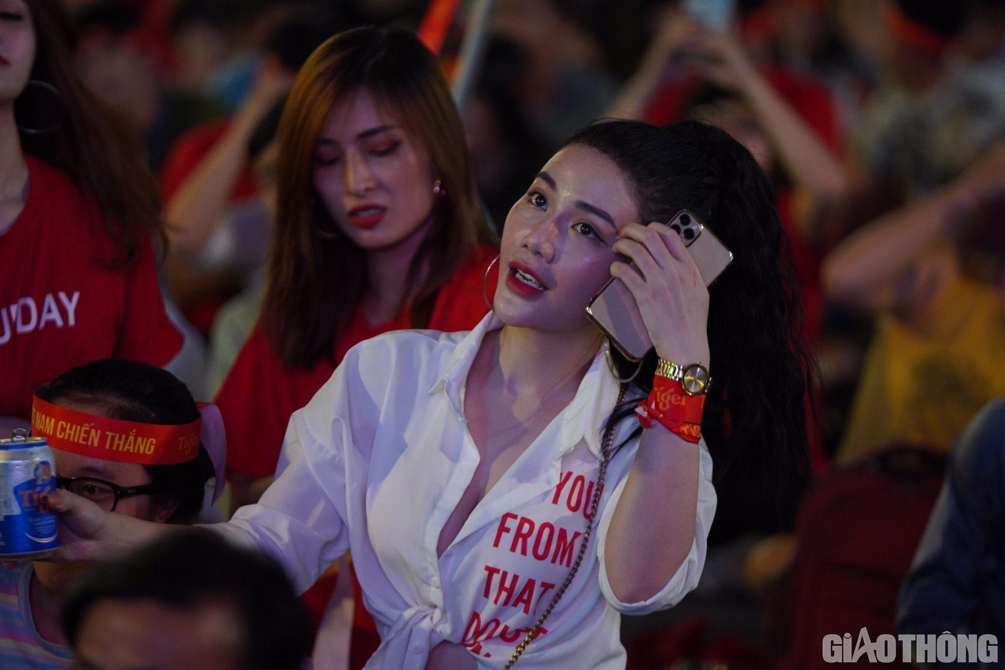Việt Nam 'nổ tung', triệu người xuống đường mừng nhà vô địch SEA Games Ảnh 8