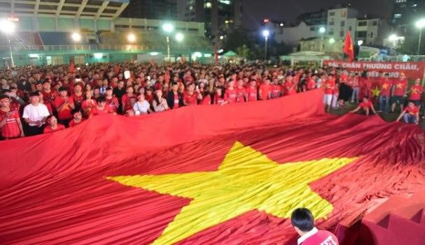 Việt Nam 'nổ tung', triệu người xuống đường mừng nhà vô địch SEA Games Ảnh 10