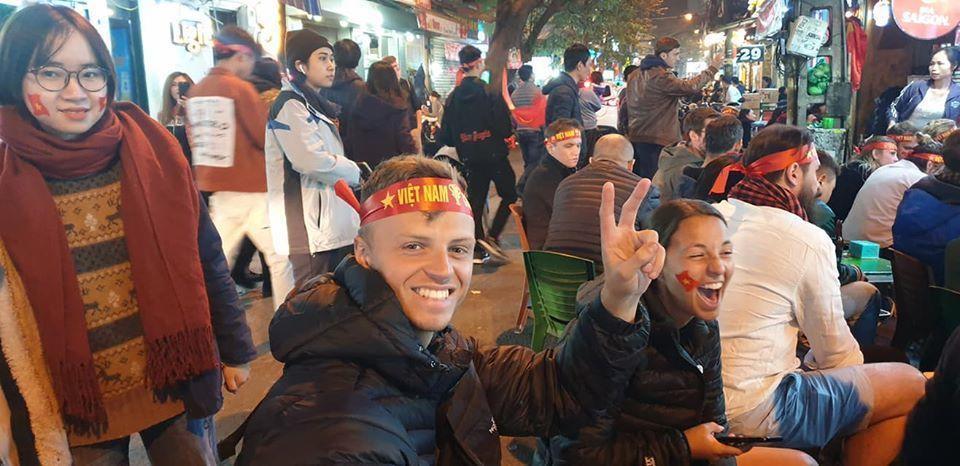 Việt Nam 'nổ tung', triệu người xuống đường mừng nhà vô địch SEA Games Ảnh 12