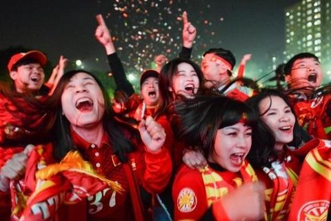 Việt Nam 'nổ tung', triệu người xuống đường mừng nhà vô địch SEA Games Ảnh 9