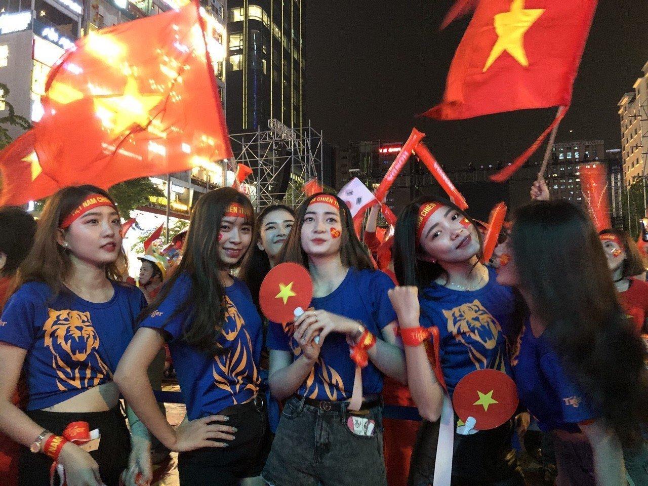 Việt Nam 'nổ tung', triệu người xuống đường mừng nhà vô địch SEA Games Ảnh 2