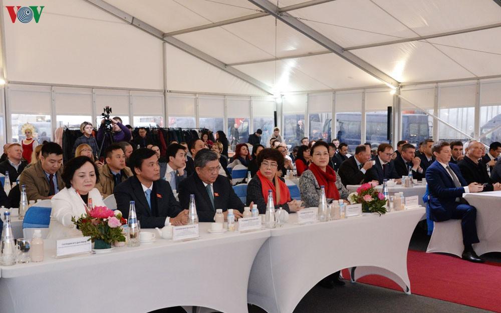Chủ tịch Quốc hội gặp cán bộ, nhân viên Đại sứ quán Việt Nam ở LB Nga Ảnh 3