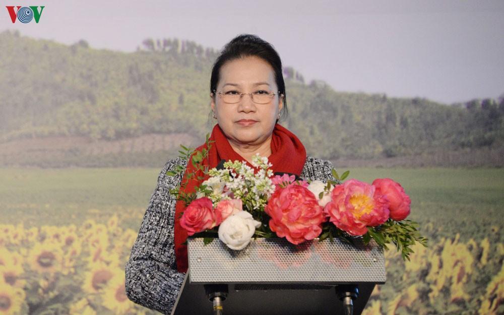 Chủ tịch Quốc hội gặp cán bộ, nhân viên Đại sứ quán Việt Nam ở LB Nga Ảnh 1