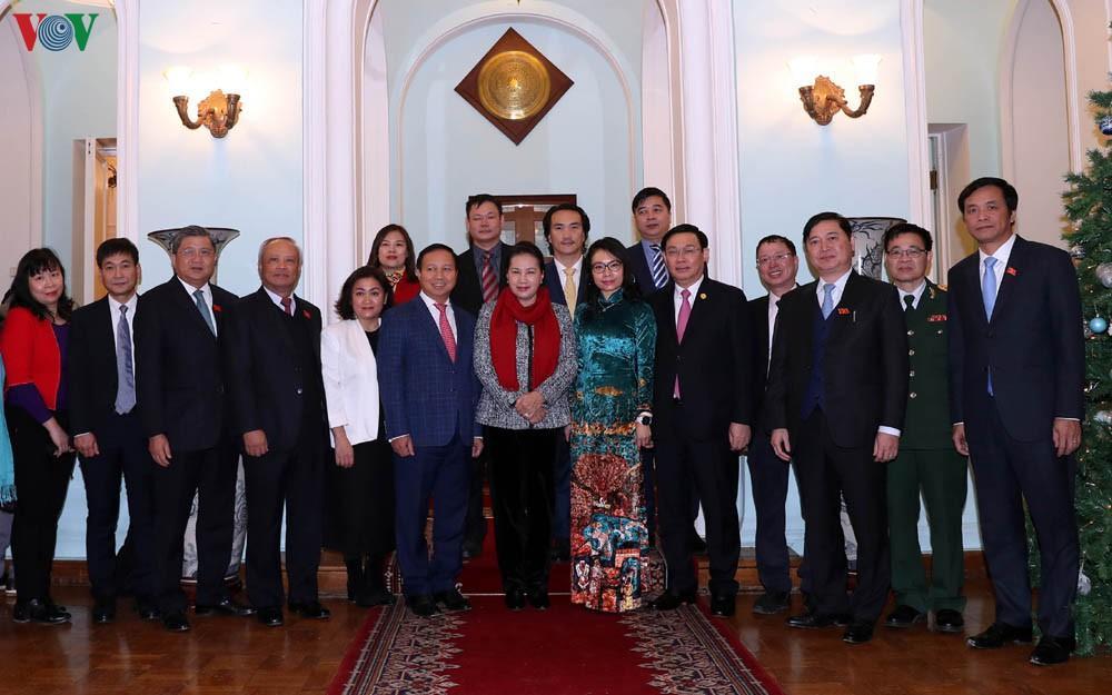 Chủ tịch Quốc hội gặp cán bộ, nhân viên Đại sứ quán Việt Nam ở LB Nga Ảnh 2