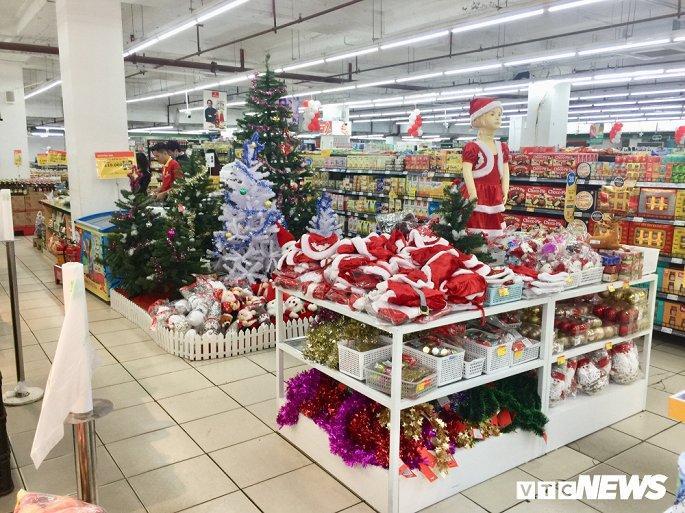 TTTM, siêu thị Hà Nội lung linh sắc màu đón Giáng Sinh 2019 Ảnh 14