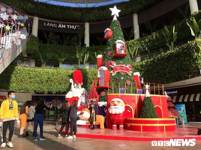 TTTM, siêu thị Hà Nội lung linh sắc màu đón Giáng Sinh 2019 Ảnh 9