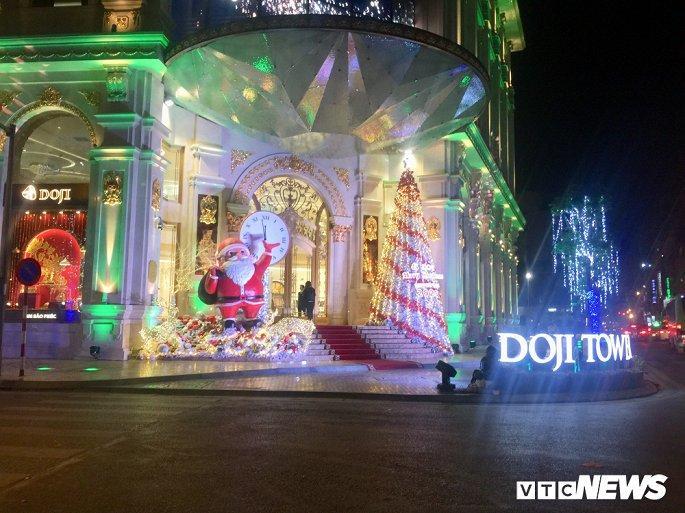TTTM, siêu thị Hà Nội lung linh sắc màu đón Giáng Sinh 2019 Ảnh 1