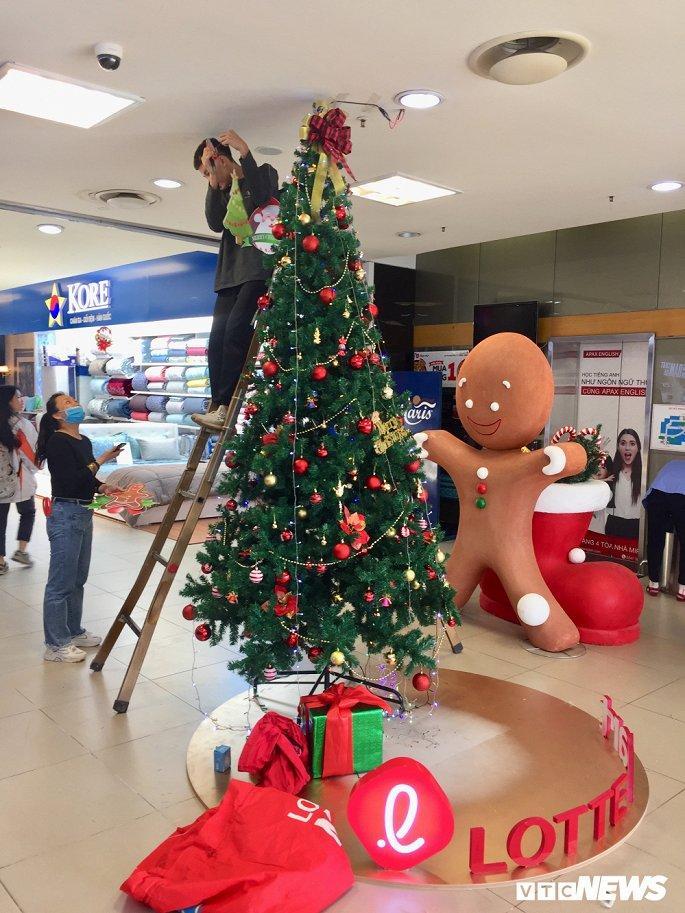 TTTM, siêu thị Hà Nội lung linh sắc màu đón Giáng Sinh 2019 Ảnh 15