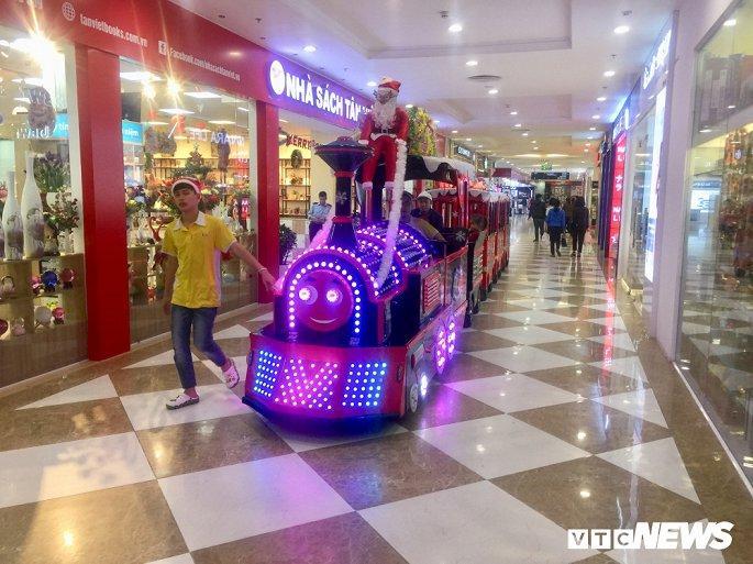 TTTM, siêu thị Hà Nội lung linh sắc màu đón Giáng Sinh 2019 Ảnh 7