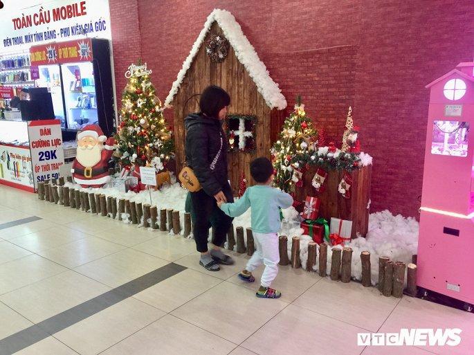 TTTM, siêu thị Hà Nội lung linh sắc màu đón Giáng Sinh 2019 Ảnh 16
