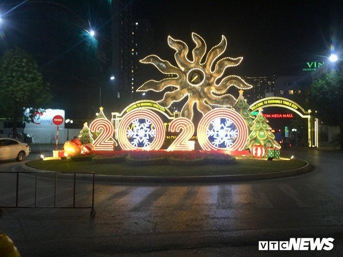 TTTM, siêu thị Hà Nội lung linh sắc màu đón Giáng Sinh 2019 Ảnh 5
