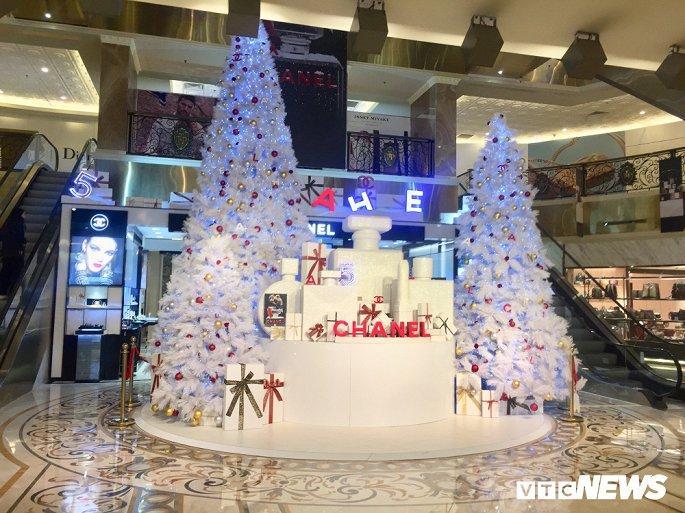 TTTM, siêu thị Hà Nội lung linh sắc màu đón Giáng Sinh 2019 Ảnh 11