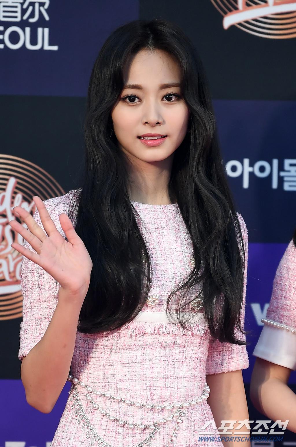 Hai gương mặt đẹp nhất thế giới hội tụ trên thảm đỏ 'Grammy Hàn Quốc' Ảnh 3