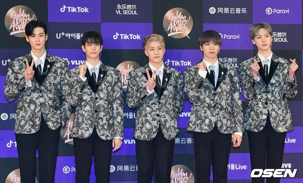 Hai gương mặt đẹp nhất thế giới hội tụ trên thảm đỏ 'Grammy Hàn Quốc' Ảnh 24