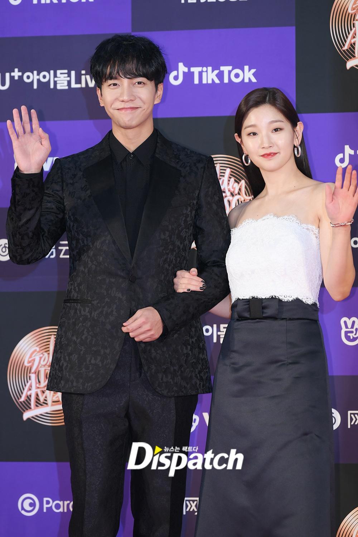 Hai gương mặt đẹp nhất thế giới hội tụ trên thảm đỏ 'Grammy Hàn Quốc' Ảnh 1