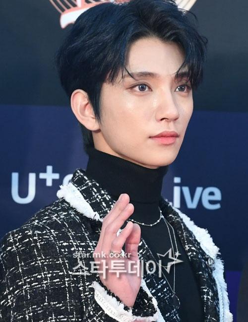 Hai gương mặt đẹp nhất thế giới hội tụ trên thảm đỏ 'Grammy Hàn Quốc' Ảnh 17