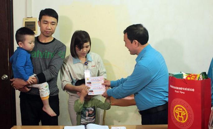 Hà Nội: Công nhân về quê bằng vé xe miễn phí Ảnh 1