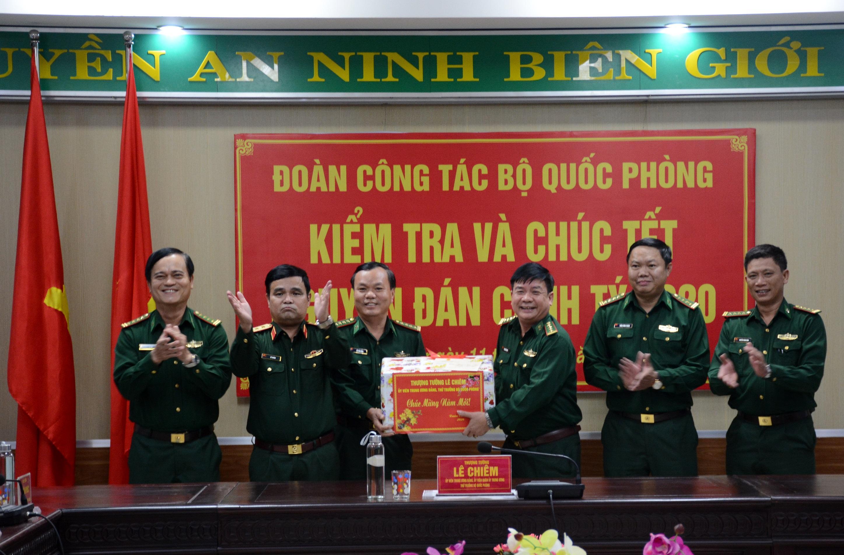 Đoàn công tác Bộ Quốc phòng kiểm tra, chúc tết tại Đà Nẵng Ảnh 2