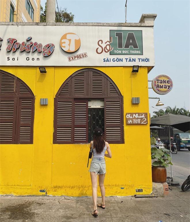 HyunA khoe ảnh đi uống cafe ở Sài Gòn, dân tình chỉ dán mắt vào body của nữ idol Ảnh 2