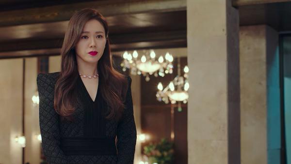 Loạt trang phục đắt xắt ra miếng của Son Ye Jin trong 'Hạ cánh nơi anh' khiến dân tình lóa mắt Ảnh 3