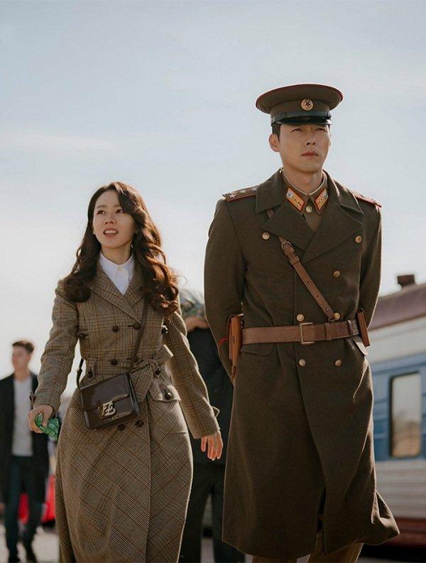 Loạt trang phục đắt xắt ra miếng của Son Ye Jin trong 'Hạ cánh nơi anh' khiến dân tình lóa mắt Ảnh 14