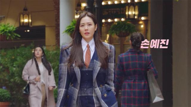 Loạt trang phục đắt xắt ra miếng của Son Ye Jin trong 'Hạ cánh nơi anh' khiến dân tình lóa mắt Ảnh 1