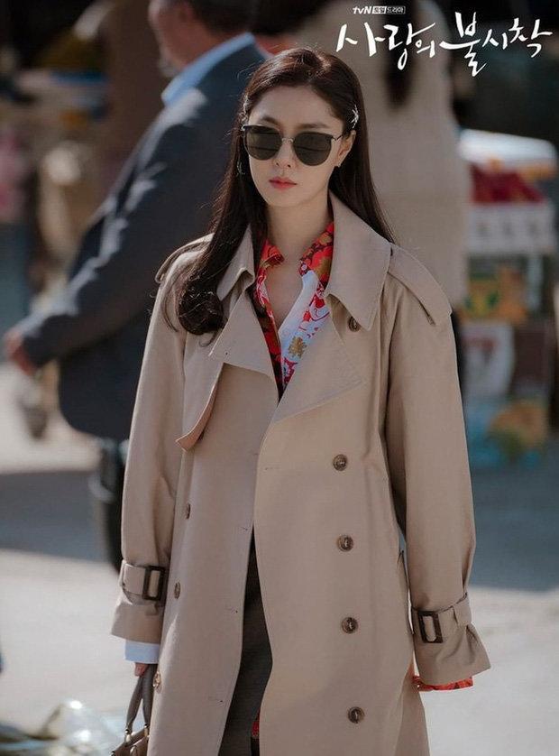 Loạt trang phục đắt xắt ra miếng của Son Ye Jin trong 'Hạ cánh nơi anh' khiến dân tình lóa mắt Ảnh 13